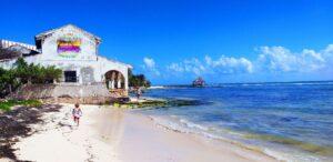 Casa abandonada en Puerto Morelos México